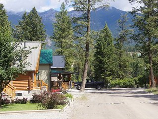 family friendly, big spacious cabin , open concept, gated resort
