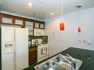 Beautiful Remodeled 2 Bedroom Over Looking The Village
