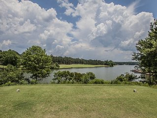 Spacious 4 Bedroom 4 Bath Lakefront & Golf View, Perfect For Retreats!