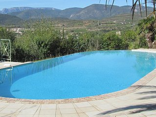 Villa With Private Pool And Stunning Views.