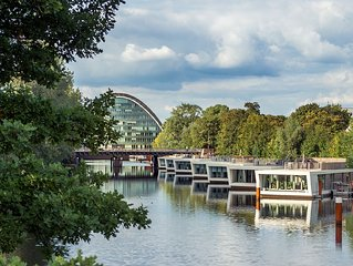 "Exclusive houseboat - Bungalow with roof terrace ""downtown"" Hamburg"