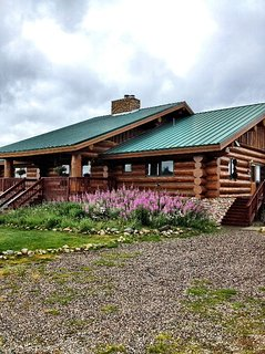 BEAUTIFUL LOG HOME ESTATE ON 5 ACRES! TAKING RESERVATIONS FOR SUMMER 2020