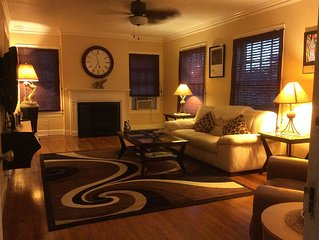 1600 sqft, Midtown 'Rodeo Suite' sleeps 5 w/wifi, W&D, balcony, patio, 2 grills