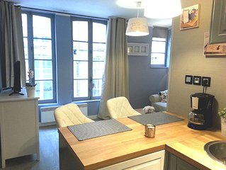 Charming renovated studio 10m from the harbor in