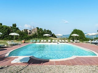To the Middle Ages in this village on top of a Tuscan hill with swimming pool