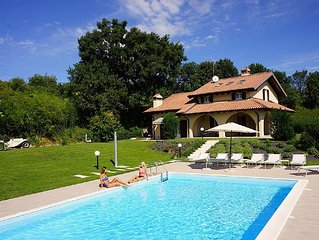 Villa Gasco 7 Sleeps Villa With Pool And Vineyards In Pacengo di Lazise