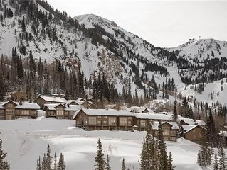 Spacious 3 BD with Indoor Hot Tub for Skiing at Alta & Snowbird