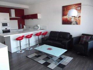 Superb contemporary F3, bright, garage, central location, Wi-Fi