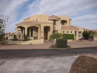 Living Large in Mesa - Large Pool, Sports Court, Putting Green