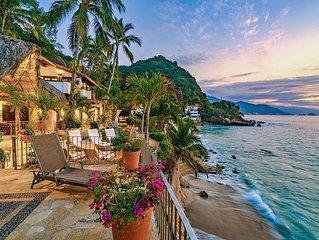 NEW - Beachfront Villa with Infinity Pool, Hot Tu