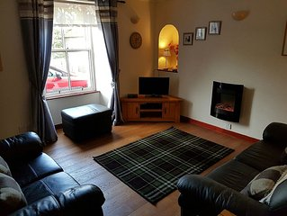 The Wee Nook. Attractive End TerraceApartment in the historic village of Birnam