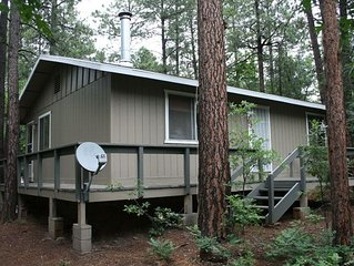 Your Cabin Getaway! Weekend, weekly & monthly cabin! very clean!! 5 star reviews