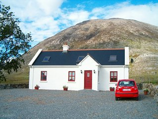 SELF CATERING COTTAGE IN PICTURESQUE INAGH VALLEY, Recess, CONNEMARA, With Wi-Fi