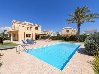 Perfect for Families, Private Pool, Gardens And Balcony Sea Views. FREE WIFI