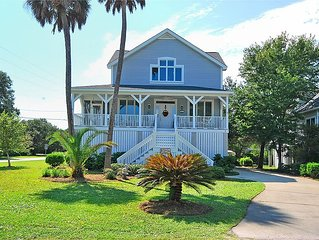 Spacious Home right by Marina and Restaurants!! Bring your Boat!