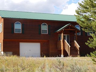 Alpine Inn - Comfortable Cabin on Golf Course and 25 minutes from Yellowstone