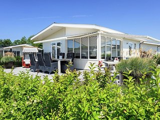Comfortable chalet on Parc du Soleil with a covered pool not far from the beach.