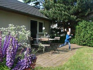 Gartenbungalow mit Terrasse (max. 3 Personen) - Landhaus nahe Ostseebad Kühlungs