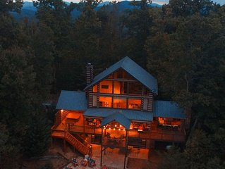 Luxury Outdoor LR & BBQ, Mtn Top retreat-  Mid-week winter deals!
