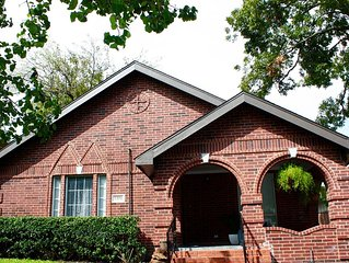 Knox Henderson 1930'S house within walking distance to all of the fun
