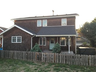 Clamalope - 6 Bedrooms, Just off Beach, Near Center of Town, Hot Tub, Arcade!