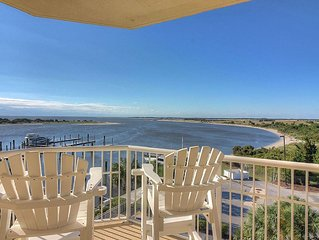 Luxury Waterfront Condo With Spectacular Sunrise And Sunset Views