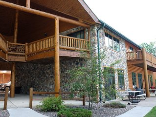 Upscale Lakefront 3 Bdrm Townhouse on Lake Minocqua. Walk to Downtown!