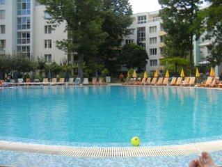 YASSEN Sunny beach a 20 M mer, piscine, ascenseur parc sport 4pers 70 M2 4eme