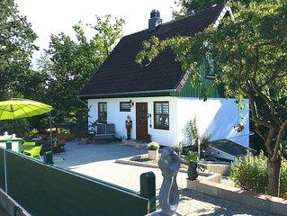 Exklusives Ferienhaus Carlotta - Waldnähe mit Kachelofen, Balkon, Terrasse