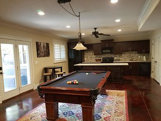 Great Sandy apartment with hot tub and pool table!