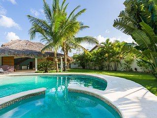 Villa Toali, at 2 steps from Punta popi beach with private pool and jacuzzi