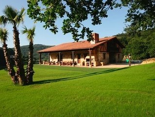 BEAUTIFUL COTTAGE BY THE RIVER, CLOSE TO BILBAO A