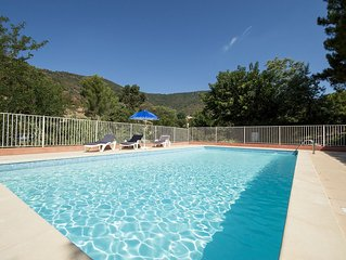 Beautiful Villa, Magnificent views and Pool, Ample parking,