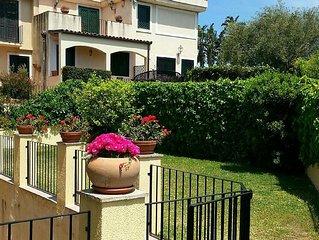 AcirealeLuxury Apartment with garden