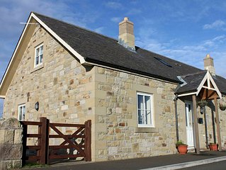 1 Field View - A cosy dog friendly coastal cottage with private access to beach