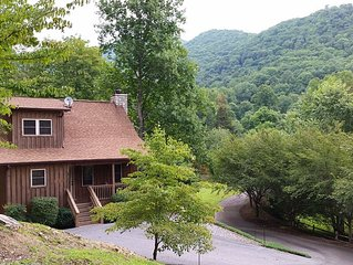 LAZY BEAR CABIN, Beautiful inside and out,  paved roads, WIFI CABLE TV, GATED