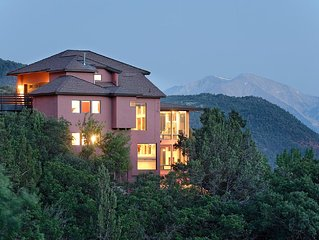 THE CLIFF HOUSE, LUXURY HOME NEAR DOWNTOWN WITH BREATHTAKING MOUNTAIN VIEWS!