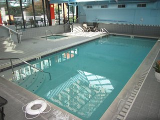 1 Block to Pike Place Market ~ Indoor Pool & Spa ~ Harbor Steps Downtown