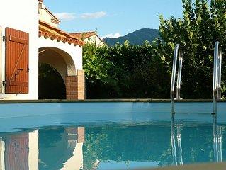 Villa au calme entre mer et montagne dans un village vivant