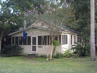 Great Value + Location- 3 blocks to beach- 2blocks to downtown folly!!