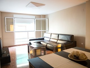 SPACIOUS  APTO + AIR CONDITIONING- 15 MIN WALKING