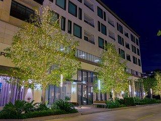 Lux Living In River Oaks Galleria