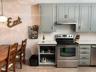 NEW!! Park Street Guest Cottage-2 Bed/2 Bath In The Heart Of Oregon Wine Country
