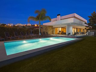 Villa Marina - Exceptional Contemporary 5 bed villa, walk to amenities, large g