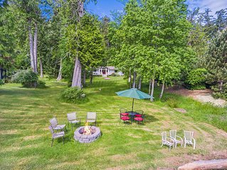 S'mores anyone?? Enjoy stars galore, large yard & private beach (No dock access)