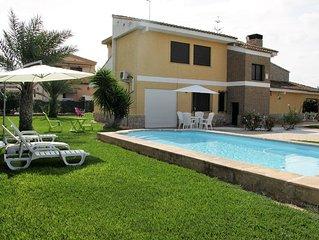 Magnifico Chalet Unifamiliar cerca de Valencia Centro, con piscina privada.