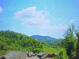 New Luxury/In the heart of Pigeon Forge/ All The Amenities  / It has it all