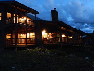 Stunning Red River Cabin on the River! Rocky Mountain First Class Luxury!