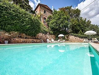 Bellissimo  caratteristico appartamento con giardino privato , piscina e parking
