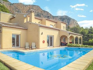 Idyllic family villa near town centre w/ views, p
